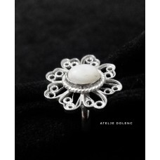 Gentle flower filigree ring