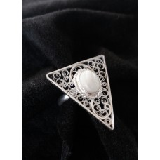 Triangular filigree ring